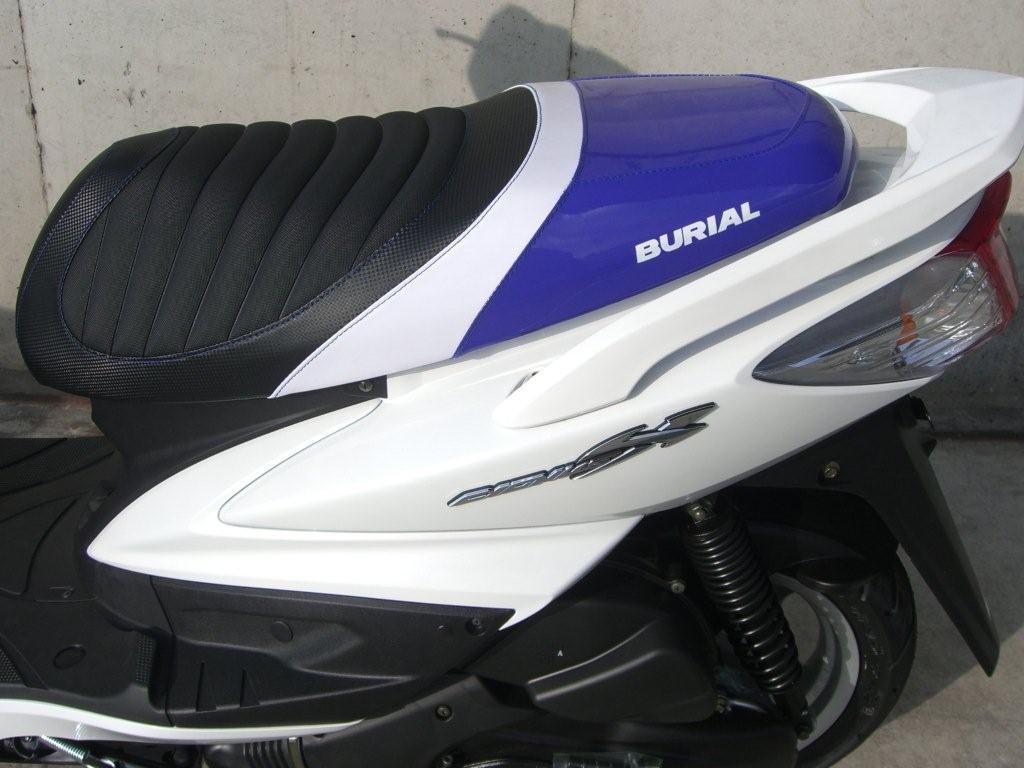 【BURIAL】新型 Cygnus X用 Sportif 坐墊 藍 - 「Webike-摩托百貨」