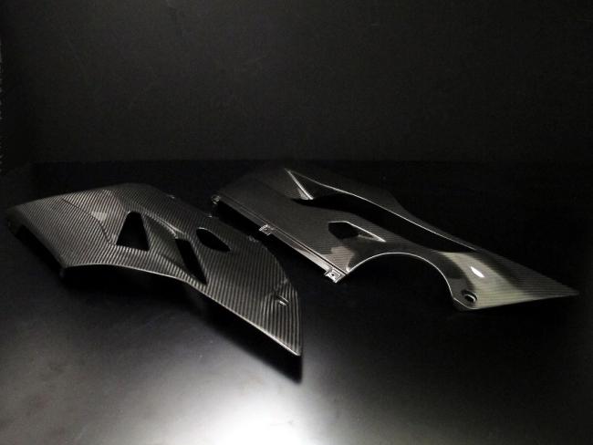 乾式碳纖維下側面板組