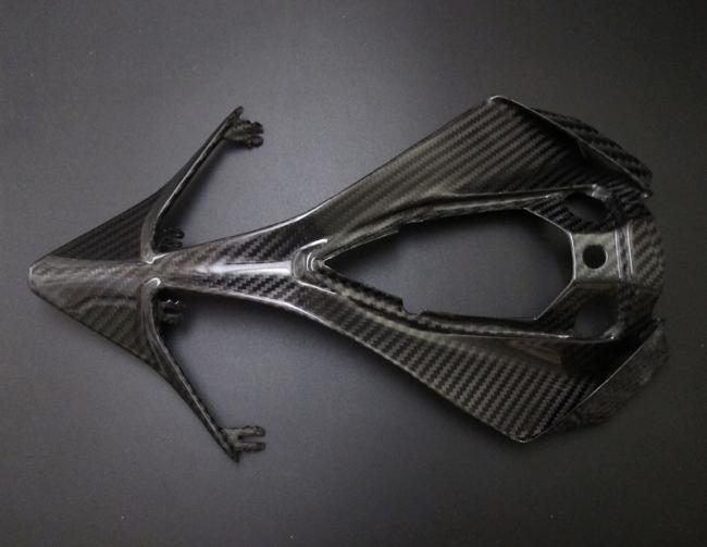 乾式碳纖維車尾面板