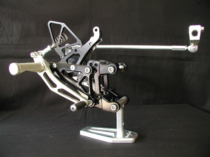 腳踏後移套件 YZF-R1 04-06用