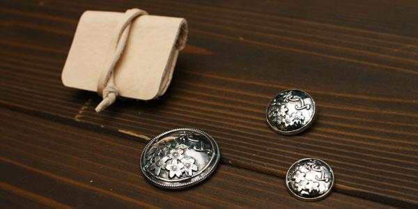 【DEGNER】花山 銀色 金屬裝飾鈕扣925(M) - 「Webike-摩托百貨」