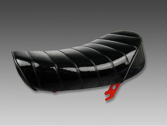 毛毛蟲降低型坐墊亮面黑×黒