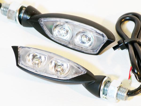 內建煞車燈:小型Bros. LED方向燈
