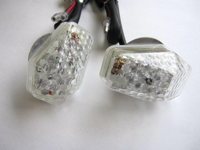 LED 前方向燈 (VR2)