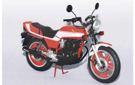 【青島文化教材社】[Naked模型車] HONDA Super Hawk III R中部限定色(1981) - 「Webike-摩托百貨」