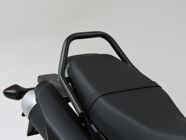 黑色鍍鉻後扶手