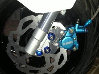 【KN企劃】2POT 鋁合金切削加工 對向煞車卡鉗  (鑄造金色)