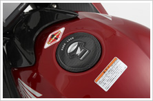 【HONDA】油箱蓋保護貼(印刷仿碳纖維) - 「Webike-摩托百貨」