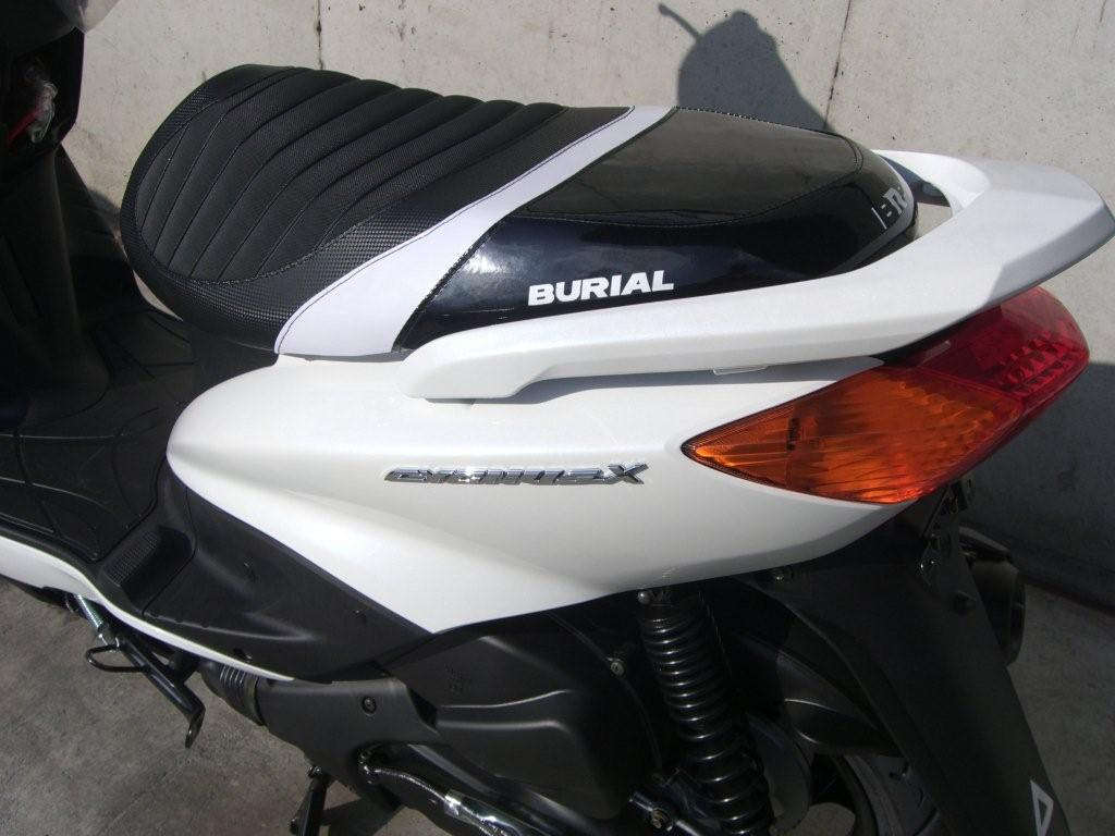 【BURIAL】舊型 Cygnus X用 Sportif 坐墊 黑 - 「Webike-摩托百貨」