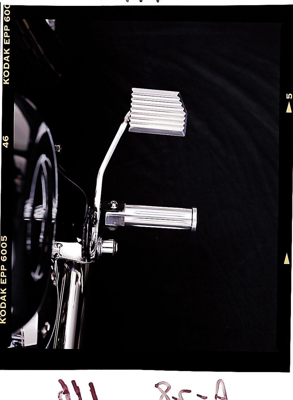 【HURRICANE】前 腳踏 切削加工 - 「Webike-摩托百貨」