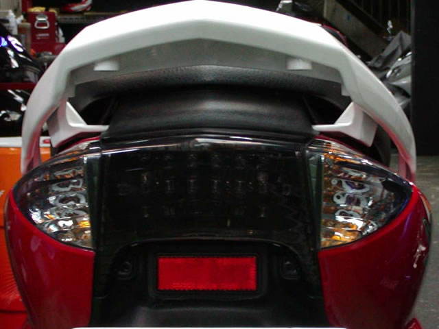 【GOLDMEDAL】切割型燻黑尾燈 - 「Webike-摩托百貨」