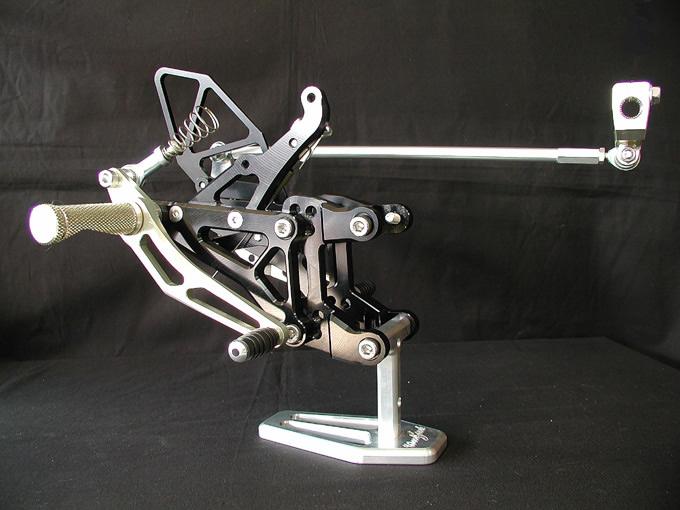 【WOODSTOCK】腳踏後移套件 YZF-R1 04-06用 - 「Webike-摩托百貨」