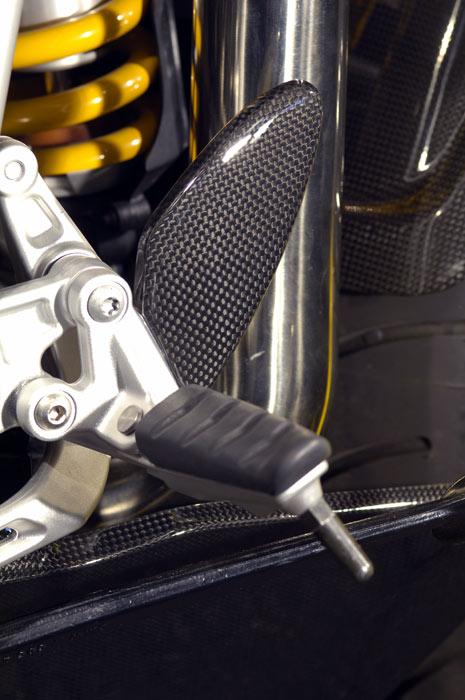 【ILMBERGER】碳纖維腳跟護蓋組 - 「Webike-摩托百貨」