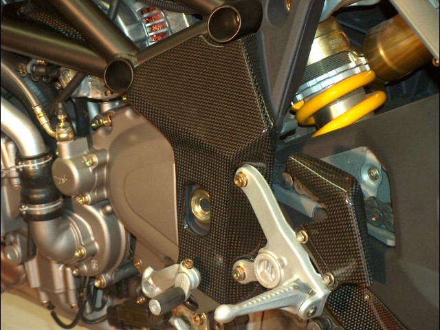 【ILMBERGER】碳纖維車架護蓋 (左右組) - 「Webike-摩托百貨」