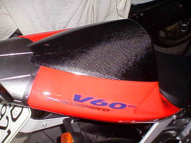 【ILMBERGER】碳纖維坐墊蓋 - 「Webike-摩托百貨」