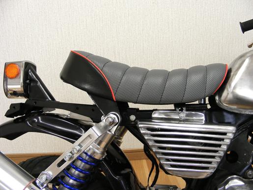 【田中商會】Tuck Roll 坐墊 灰色×紅色滾邊 - 「Webike-摩托百貨」