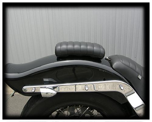 【Neofactory】42mm 横向毛毛蟲後座坐墊 (黑) - 「Webike-摩托百貨」