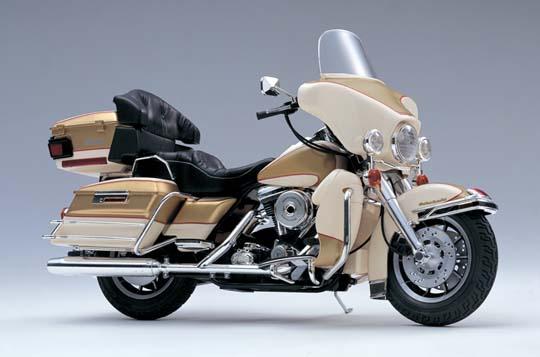 【青島文化教材社】[模型車] Harley-Davidson  FLHTC Ultra Classic - 「Webike-摩托百貨」