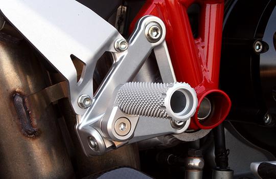 【MotoCrazy】SBK 鋁合金腳踏 R-8P套件 21mm (8段調整) - 「Webike-摩托百貨」