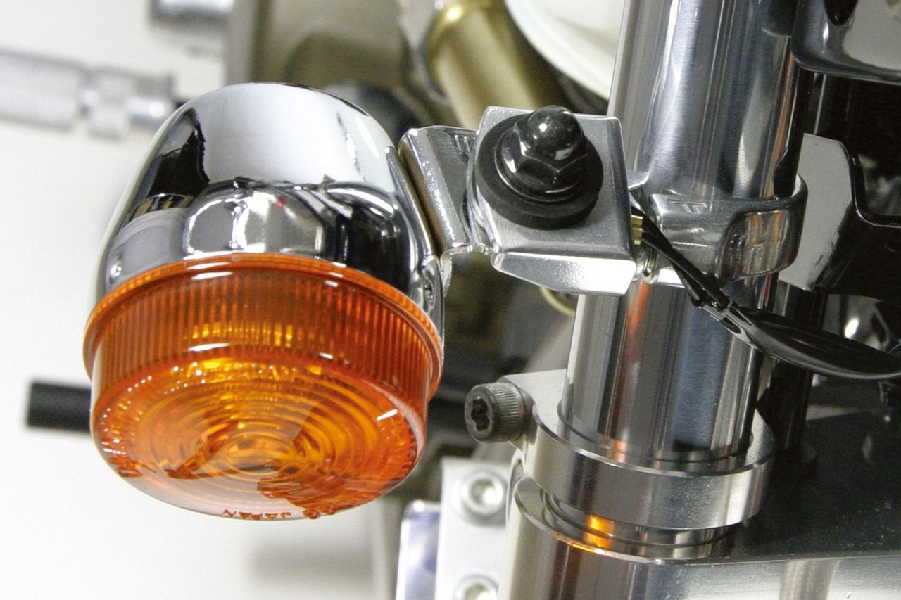 【SP武川】普通型 前叉用鑄造鋁合金製方向燈支架 - 「Webike-摩托百貨」