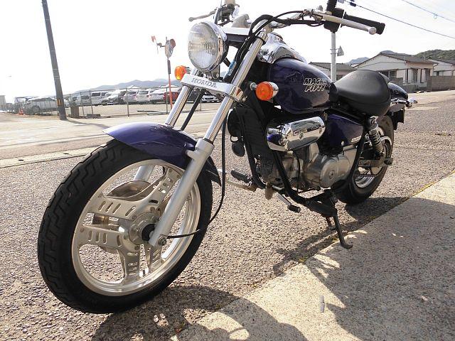 マグナ50 車両が少ない後期型モデルです。2005年式 初めてバイクをご購入の方もお気軽にご連絡下さ…