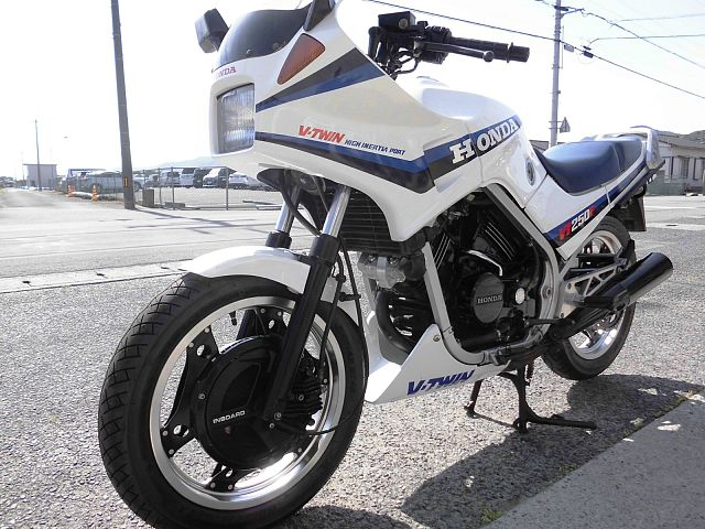 VT250F/インテグラ ホンダ VTマニア必見 やっとレストア出来ました。 初めてバイクをご購入の…