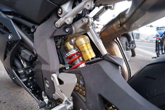 F4 タイヤ、チェーン、バッテリー新品