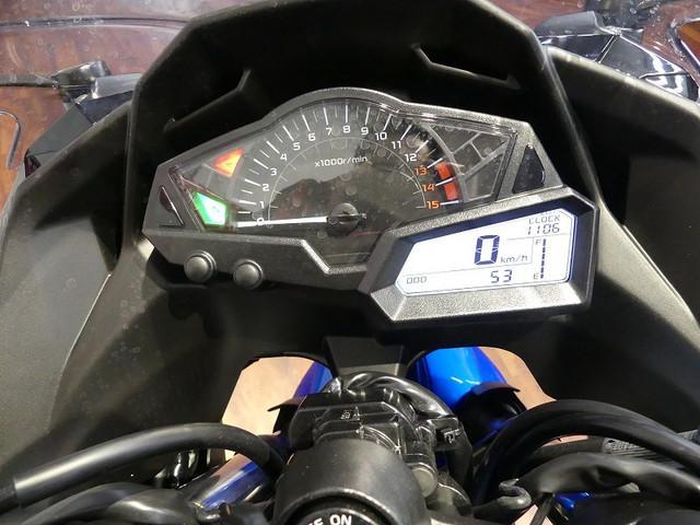 ニンジャ250 Ninja 250 スペシャルエディション 視認性の良いアナログとデジタル併用メータ…