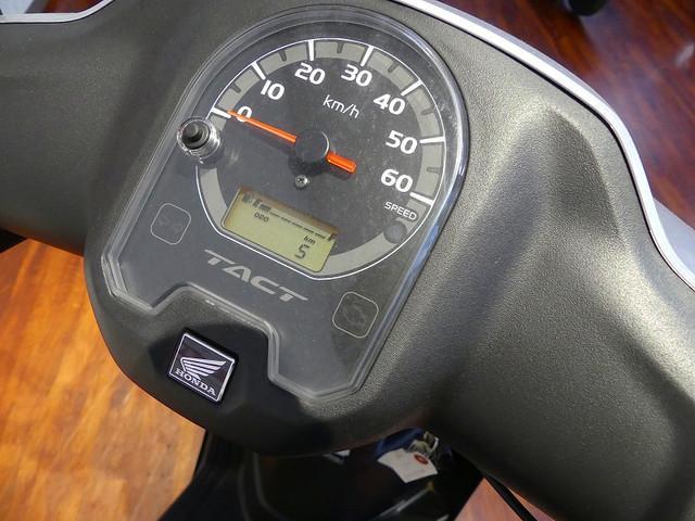 タクト タクト FIモデル デジタルメーターには便利な燃料計も装備☆
