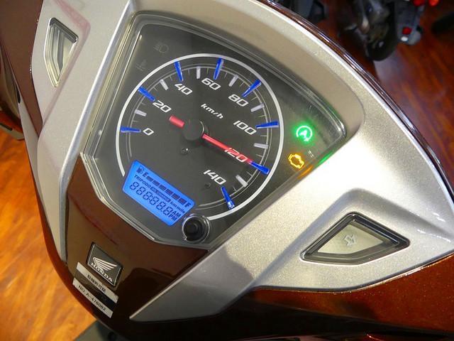 リード125 リード125 FI車 燃料計も装備の視認性の良いメーター周り☆