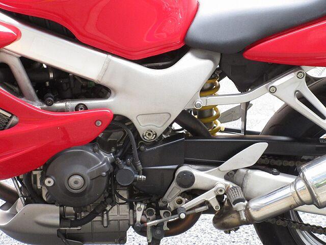 VTR1000Fファイアストーム スリムで足つき良好なのでビギナーの方にも安心!