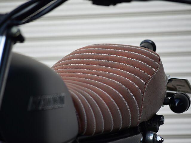 250TR ビンテージオフにネオレトロな装いのカラーリングで仕上げられた1台
