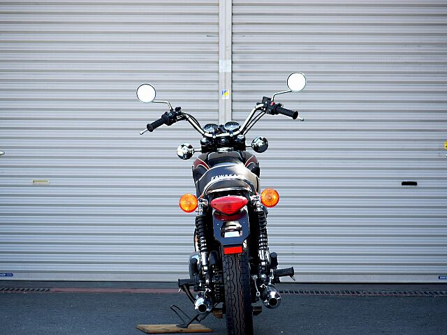 W650 オーダーカスタム仕様となります。タンク同色で制作しますので、他の 往年のダブルを彷彿とさせ…