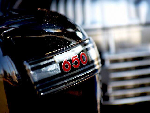 W650 オーダーカスタム仕様となります。タンク同色で制作しますので、他の