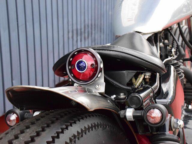 250TR 大柄な車体にスリムな要素を取り入れた特別仕様です! ドリルドテールカバーにブルードットを…