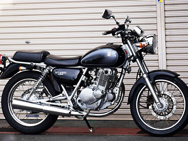ST250 Eタイプ 低価格で楽しむ間違いないバイク。 ST専用設計のSOHC2バルブエンジンですね…