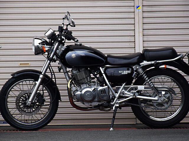 ST250 Eタイプ 低価格で楽しむ間違いないバイク。 リターン式の5段変速ミッションです。
