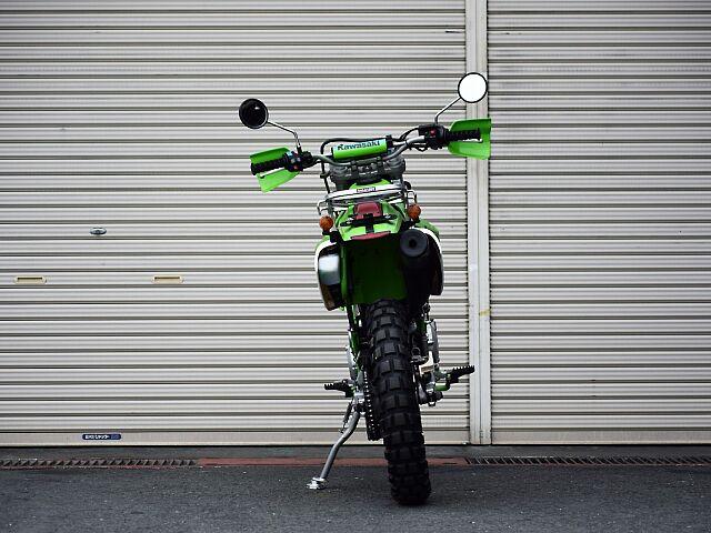 KLX250 オフロードモデルならではの車格。店頭にて是非跨ってみてください☆ フェンダーレス化して…