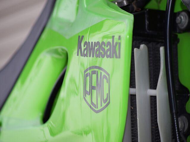 KLX250 オフロードモデルならではの車格。店頭にて是非跨ってみてください☆ KAWASAKIロゴ…