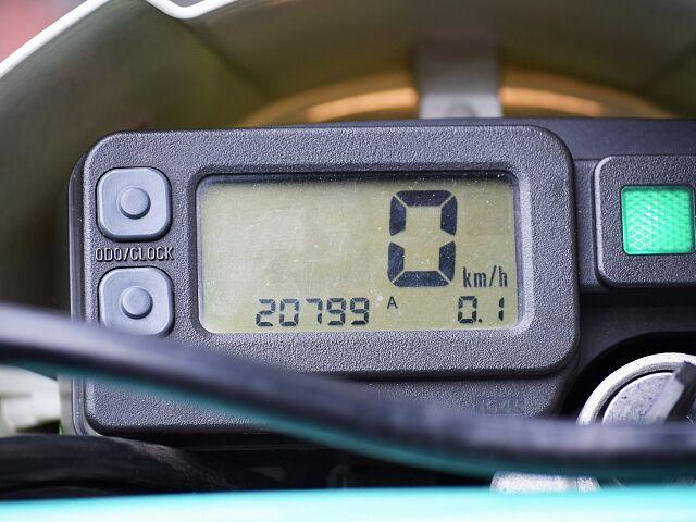 KLX250 オフロードモデルならではの車格。店頭にて是非跨ってみてください☆