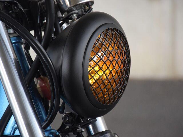 250TR フレーム塗装の手間暇かけた一台! ヘッドライトにもスクランブラー要素を盛り込む。