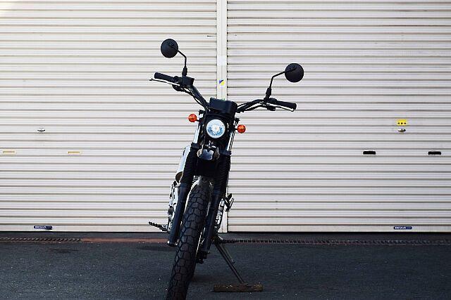 トリッカー ライトカスタム!遊べるバイク! トラッカーバーでよりスポーティな印象に。