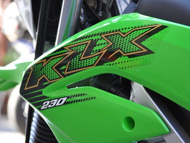 KLX230 店頭在庫有ります!当社カワサキ正規店です! 4輪駐車場完備!店舗裏にご用意しております…