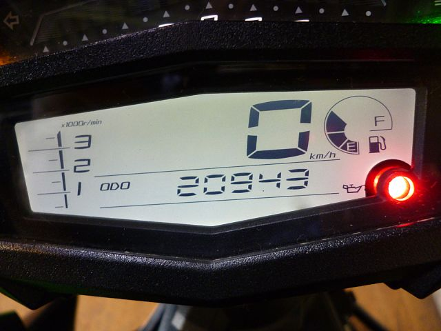 Z1000 (水冷) カワサキの誇るストリートファイター!スクリーン取り付け済み!