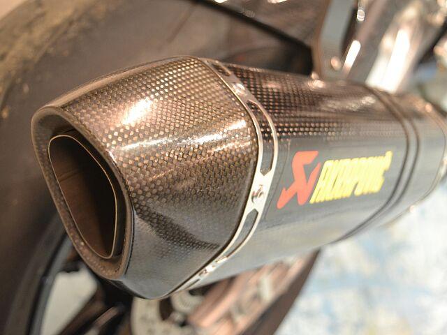 S1000RR 人気のトリコロールカラー!バックステップ・スクリーン等変更済み!