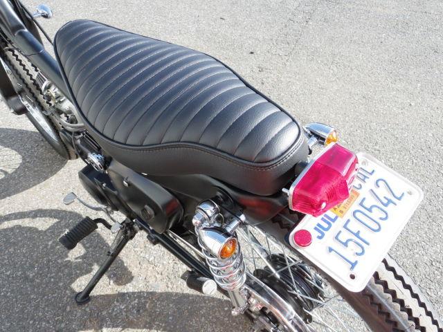 スーパーカブ50 コンプリートカスタムカブ「GHETTO」 人気のコブラシート装着!