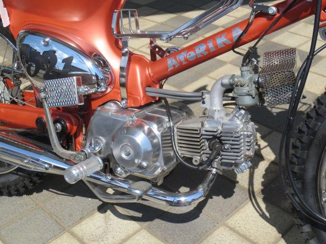スーパーカブ50 DOPEでPOPなカスタムカブ♪ エンジンはノーマルの50ccです!