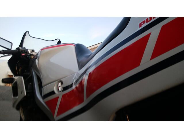 FZ400R F3のチャンピオンレーサー、FZRレプリカ!クラス最高の59PS