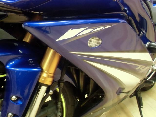 YZF-R1 '08 YZF-R1 正規輸入のフルパワー 埋め込み式のウィンカーでスッキリ!