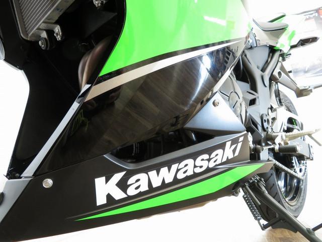 ニンジャ250 Ninja 250 ABS ヨシムラサイレンサー ヘルメットホルダー付き 安心の保証…